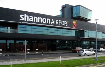 Thumb_shannon-airport-building-wikimedia-commons