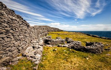 Thumb_aran-islands-dun-aengus-fort-istock-951952572